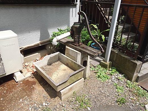 もぐら横丁井戸.JPG