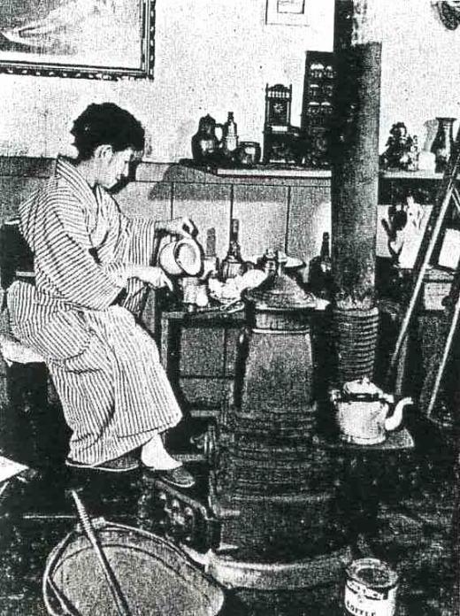 アトリエの佐伯米子1955(2).jpg