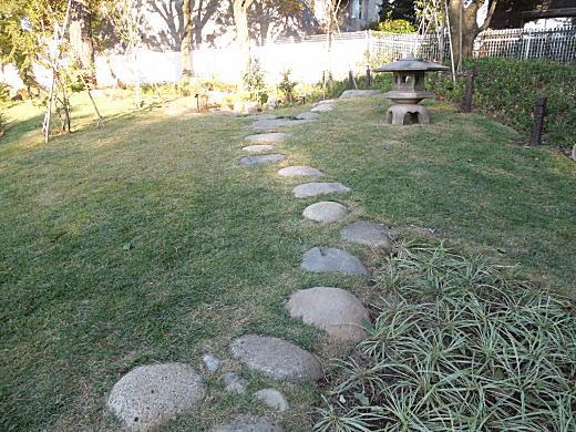 七星礎石(日本庭園)1.JPG