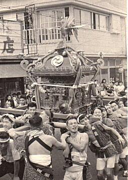 五若神輿1953ごろ.jpg