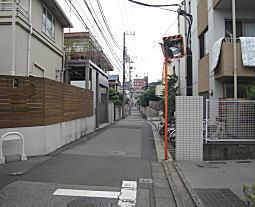 八島さんの前通り03.JPG