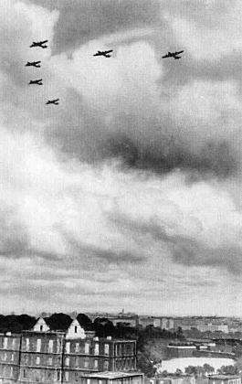 内濠上空194505.jpg