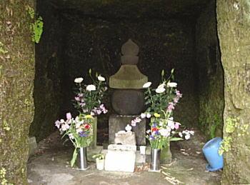 北条政子墓.JPG