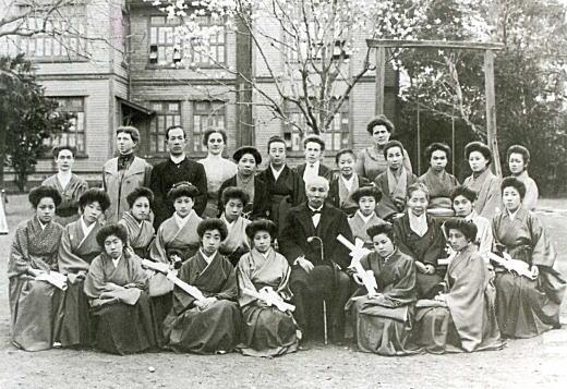 女子学園高等科卒業式1911.jpg