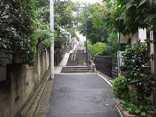 宮沢賢治旧居跡の谷間.JPG