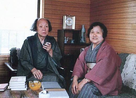 尾崎一雄と小坂多喜子1982下曽我.jpg