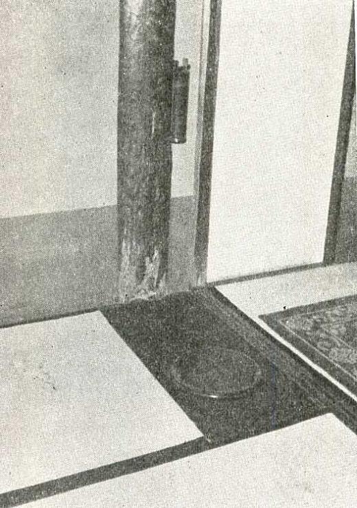 川上邸玄関3畳壁付太柱.jpg