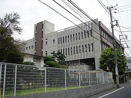 新宿区立中央図書館.JPG