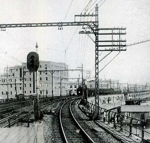 有楽町駅へ1930.jpg