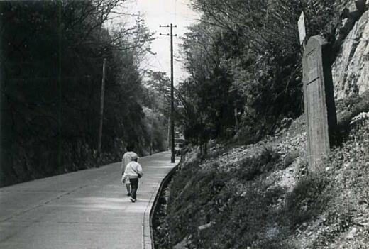 極楽寺坂切通し19650330.jpg