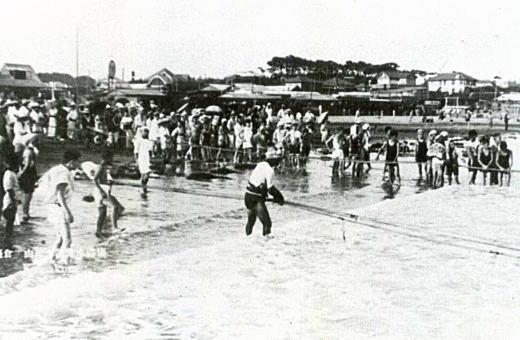 由比ヶ浜地曳1925.jpg