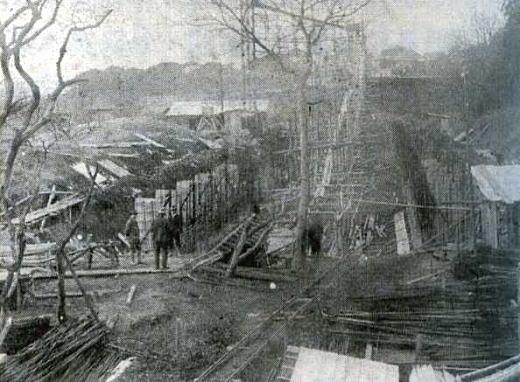 目白水槽建造中1921.jpg