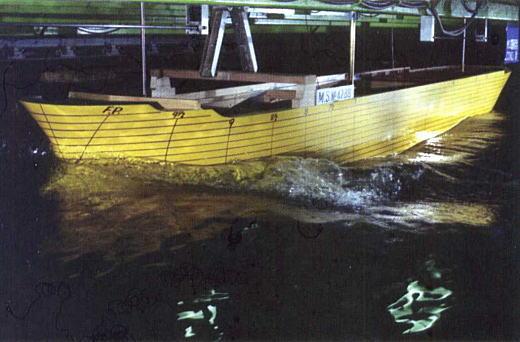 目白水槽波浪試験2003.jpg