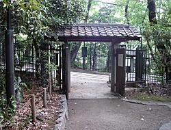 相馬邸庭門2008.jpg