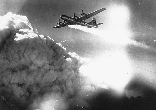 神戸空襲B29被弾19450717.jpg