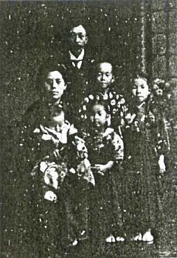 笠原吉太郎家族1916年ごろ.jpg