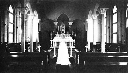 聖母病院木造聖堂内部1934.jpg