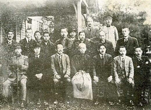 職員記念写真1922B.jpg