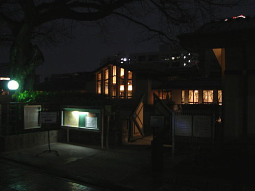 自由学園校舎(夜間).JPG