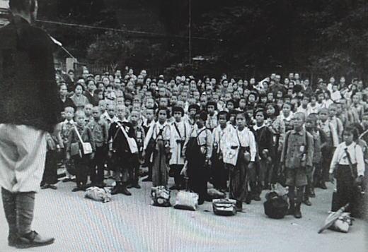 落四小学童疎開1944_1.jpg
