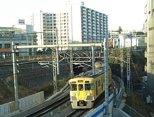 西武電車山手線ガード.JPG