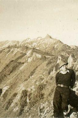 鎗の見える剃刀尾根1949.jpg