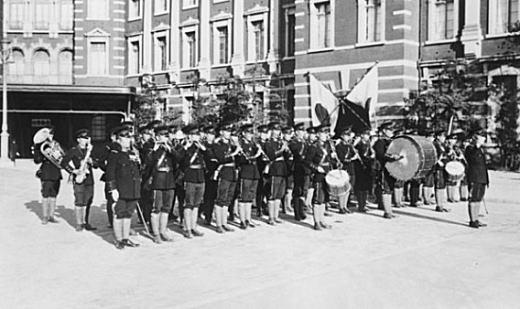 陸軍戸山学校軍楽隊1929(東京駅).jpg