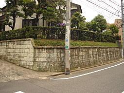 雑司ヶ谷道大谷石垣1.JPG